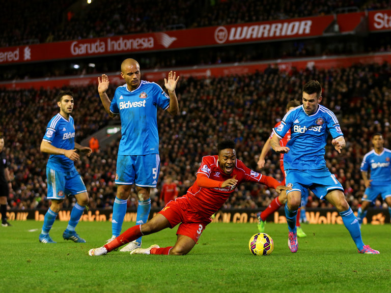 wes-brown-raheem-sterling-penalty-appeal-dive-liverpool-sunderland-premier-league_3237682