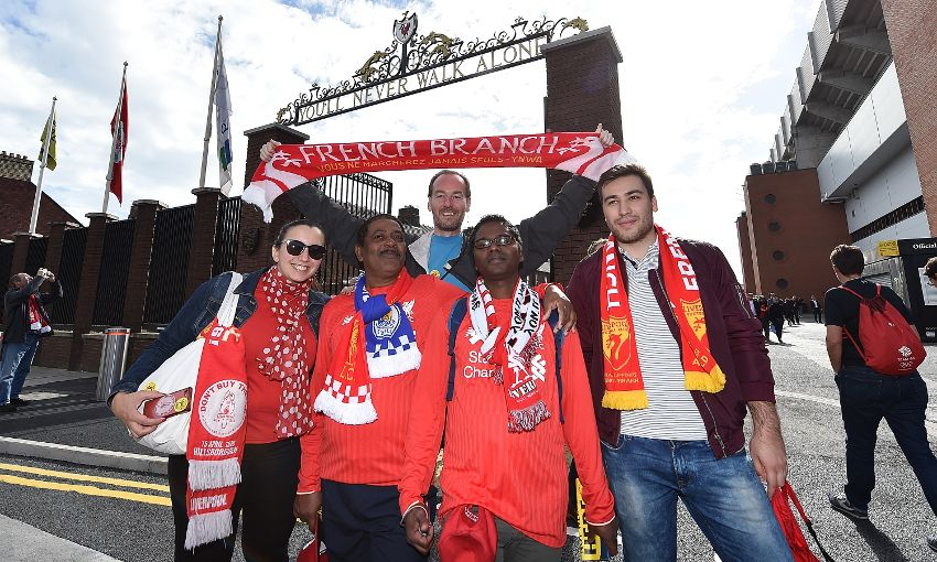 fb_shankly_gates_groupe_leicester_2016